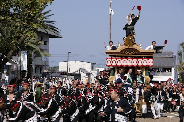わたしは岸和田だんじり祭のど真ん中の五軒屋町(ごけんやまち)で生まれ、だんじりとともに育った。平成22(2010)年には五軒屋町曳行責任者を務めた。