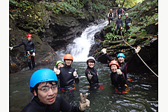 【CANYONING & SHOWER CLIMING】滝を目指して進もう!キャニオニング半日ツアー